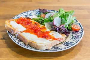 Toasts with Pepperjam and salad