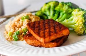 Tofu mit Reis und Brokkoli