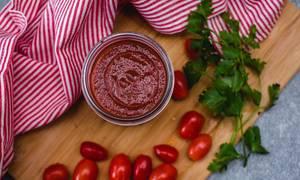 Tomatensoße in einem Glas top view
