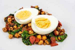Tomato with Chickpeas and Baby Spinach served with boiled eggs