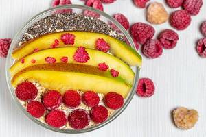 Top view oatmeal with mango slices, raspberries and Chia seeds (Flip 2019)
