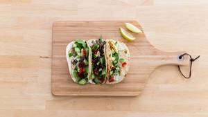 Top view of hot halloumi tacos by Hellofresh