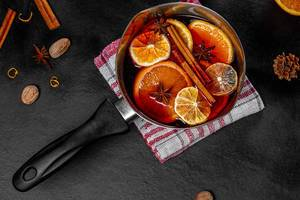 Top view pan with mulled wine and spices (Flip 2019)