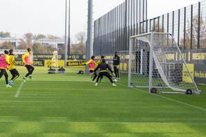 Torabschluss Szene beim Trainingsspiel bei Borussia Dortmund