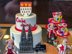 """Torte """"Liebe deine Stadt"""" mit Kölner Dom, Kölner Wappen und Karnevals-Deko"""