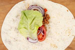 Tortilla with Minced meat Tomato Lettuce (Flip 2019)
