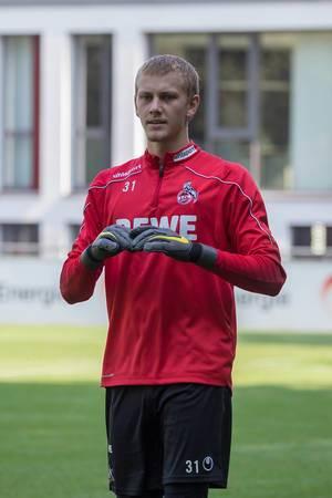 Torwart Brady Scott aus den USA beim Mannschaftstraining des 1. FC Köln