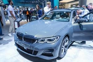 Touring car: BMW 330d xDrive, 6-cylinder