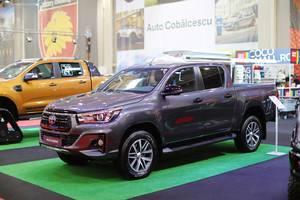 Toyota Hilux Legend Pick-up Truck auf Autoausstellung in Rumänien
