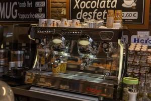 Traditionelle Kaffeemaschine im Vintagelook und Stil der 60er Jahre Sabrina von Astoria in einer Café-Gastronomie in Barcelona, Spanien