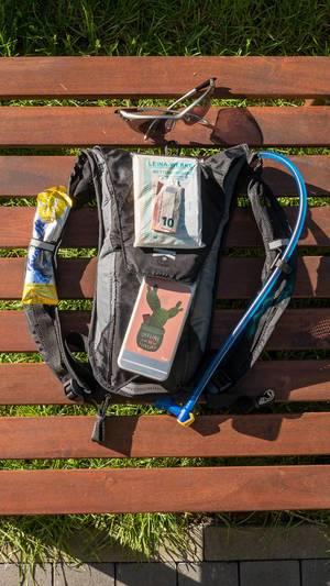 Trail Running Equipment: Trinkrucksack, Handy, Rettungsdecke und Bargeld