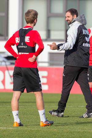 Trainer Stefan Ruthenbeck gibt Vincent Koziello Tipps