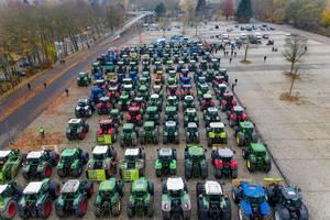 Traktorenprotest: Landwirtschaftsverbindung demonstriert in Dortmund gegen Umweltschutz-Maßnahmen der Bundesregierung