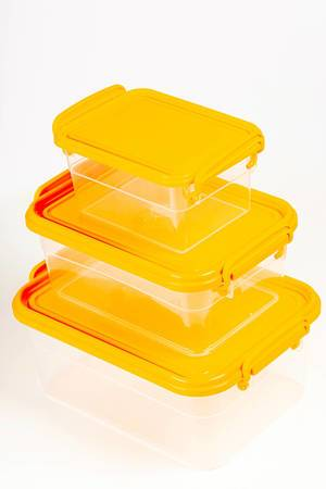 Transparent plastic food containers with orange lids (Flip 2020)