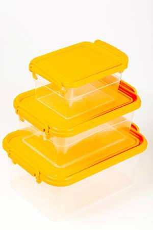 Transparent-plastic-food-containers-with-orange-lids.jpg