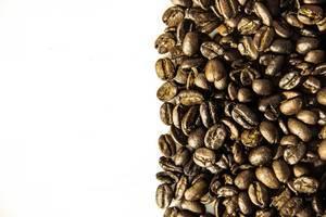 Trennlinie die Kaffeebohnen von der Leere trennt