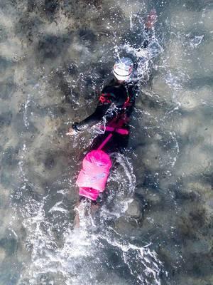 Triathlon-Sportler beim Kraulschwimmen - Ca