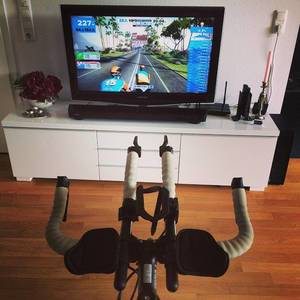 Triathlon Training mit @gozwift #watopia #triathlon #nerd #sports #cycling #strava #notrunningsucks #rain #zwift