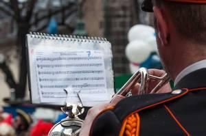Trompeter: Denn wenn et Trömmelche jeiht