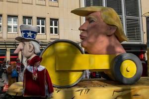 Trump als eine langsame Walze dargestellt - Kölner Karneval 2018