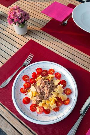 Tunfisch, Käse und Cherrytomaten
