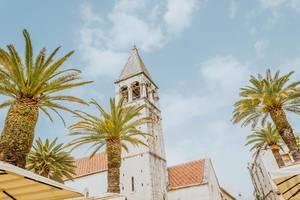 Turm der Kathedrale in Trau, Kroatien