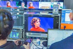 """TV editor at work: German television ARD Smart Production, video editing of the live show """"Kontraste"""" with Eva-Maria Lemke #ardifa19"""