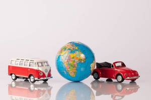 Two red classic cars with globe (Flip 2019)