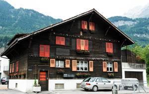 Typical Swiss home in Meiringen, Switzerland (Flip 2019)