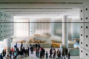 """Überblick auf das Innendesign des neuen Akropolismuseum """"Bernard Tschumi"""" in Athen"""