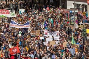 Übersicht der Klimademonstration mit jung und alt in Köln