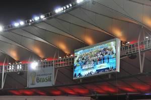 Übertragung der Siegerehrung auf dem Bildschirm im Maracanã-Stadion – Fußball-WM 2014, Brasilien