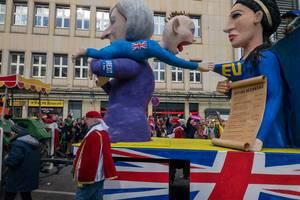 UK als Baby wird von T. May von der Mutter EU weg gezerrt - Kölner Karneval 2018