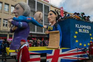 UK hält an der EU fest, wird von T. May weg gezerrt - Kölner Karneval 2018