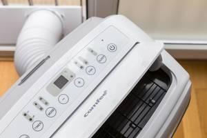 Umweltfreundliche mobile Klimaanlage und Luftentfeuchter mit Zeitschaltuhr und Schlafmodus von Comfee