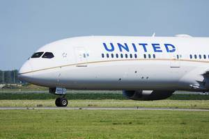 United Airlines Dreamliner 10, close-up view at Amsterdam Airport