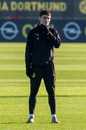 US-amerikanischer offensiver Mittelfeldspieler Giovanni Reyna in Einzelaufnahme beim BVB Training