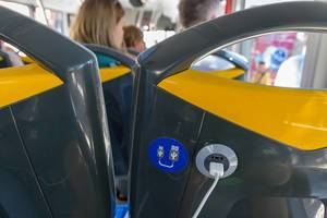USB Ladestecker im Bus