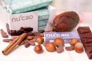Vanilla, Kakao-Bohnen, Haselnüsse und Nucao-Riegel
