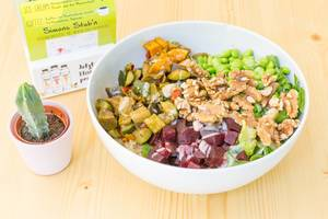 Vegan Bowl with grilled vegetables, beetroot, walnuts and soy-sesame sauce in Simons Stub