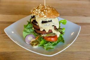 Vegan burger with Beyond Meat Patty and fresh vegetables at Bunte Burger Cologne