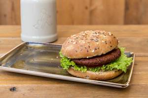 "Vegan ""Naturbursche"" burger by Moving Mountains with a vegetable patty made of beetroot juice, coconut, mushrooms, peas, wheat- & soy proteins"