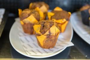 Vegane Birnen - Schokomuffins im Flax&Kale in Barcelona (Spanien) sind pflanzlich und glutenfrei
