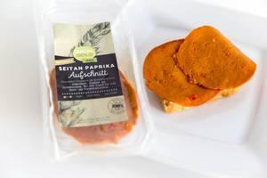 """Veganer Brotaufschnitt und Fleischersatz """"Seiten Paprika"""" von Grün Gold, auf Weizenfleisch-Basis, ist laktosefrei und das ideale Essen für Sportler"""