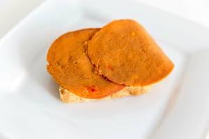 """Veganer Brotaufschnitt und Fleischersatz """"Seiten Paprika"""" von Grün Gold, auf Weizenfleisch-Basis, ist Laktosefrei und ohne Palmöl"""