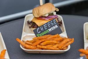 """Veganer """"Cheese"""" Burger von Veggiewerk"""