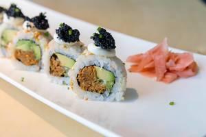"Veganes Mittagessen ""Lucky No Fish"" - Sushi, mit Frühlingszwiebeln, Avocado, vegane Kaviar-Alternative, veganer Thunfisch & würzige Sauce"