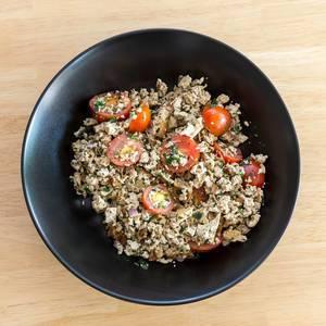 Veganes Rührei mit Tomaten und Kräutern