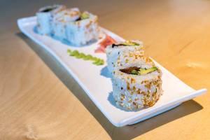 """Veganes Sushi """"Lucky No Meat"""" als fleischlose Mahlzeit, mit gebackenem Tofu/Seitan, süßer Sauce, Kimchi-Sesam und Frühlingszwiebeln"""