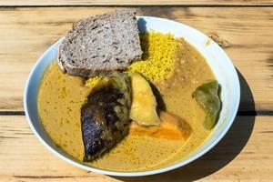 Veganes Thai-Curry mit Aubergine und Süßkartoffel